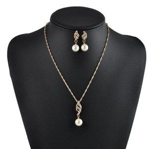 Fashion Gold Pearl Necklace and Earrings